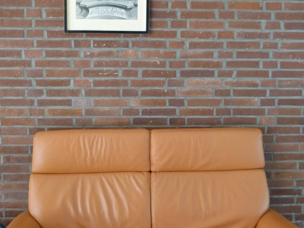 Couch im Foyer des Christian Wolff Hauses