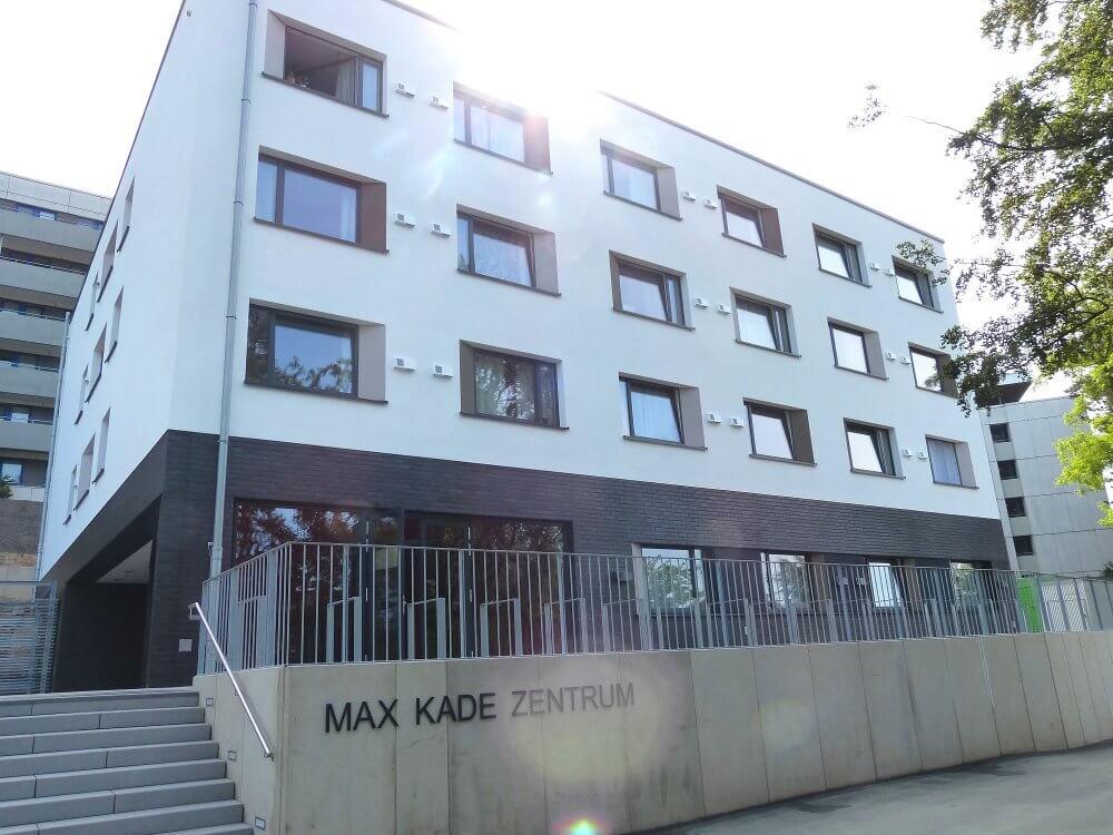 Blick auf das Max kade haus im Studentendorf