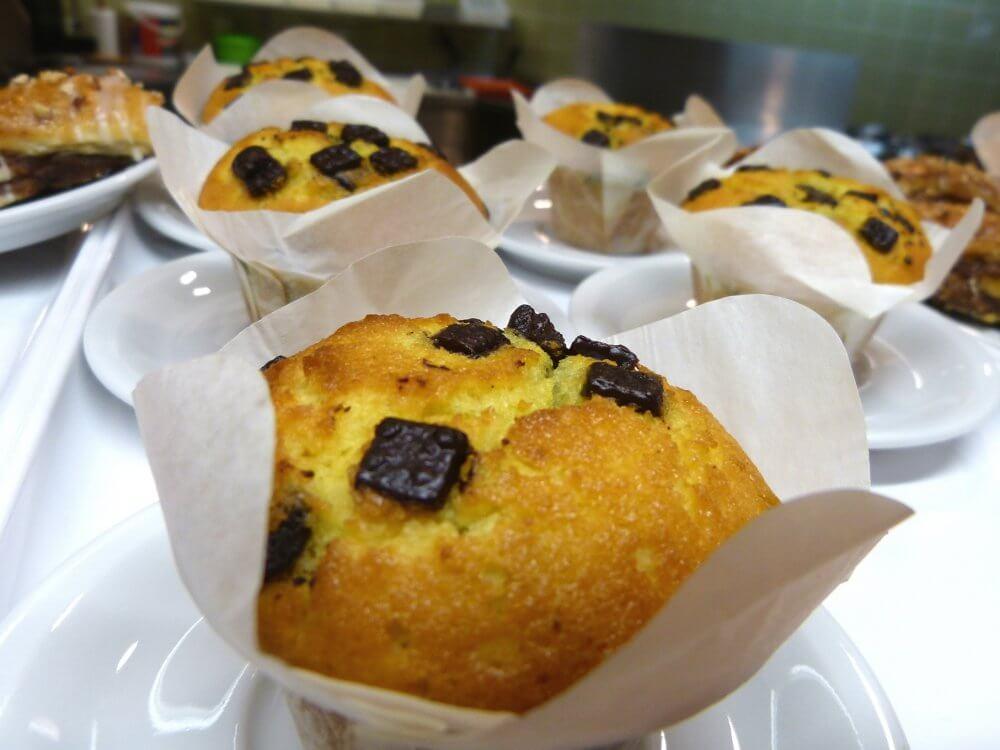 Muffins mit kleinen Schokostückchen