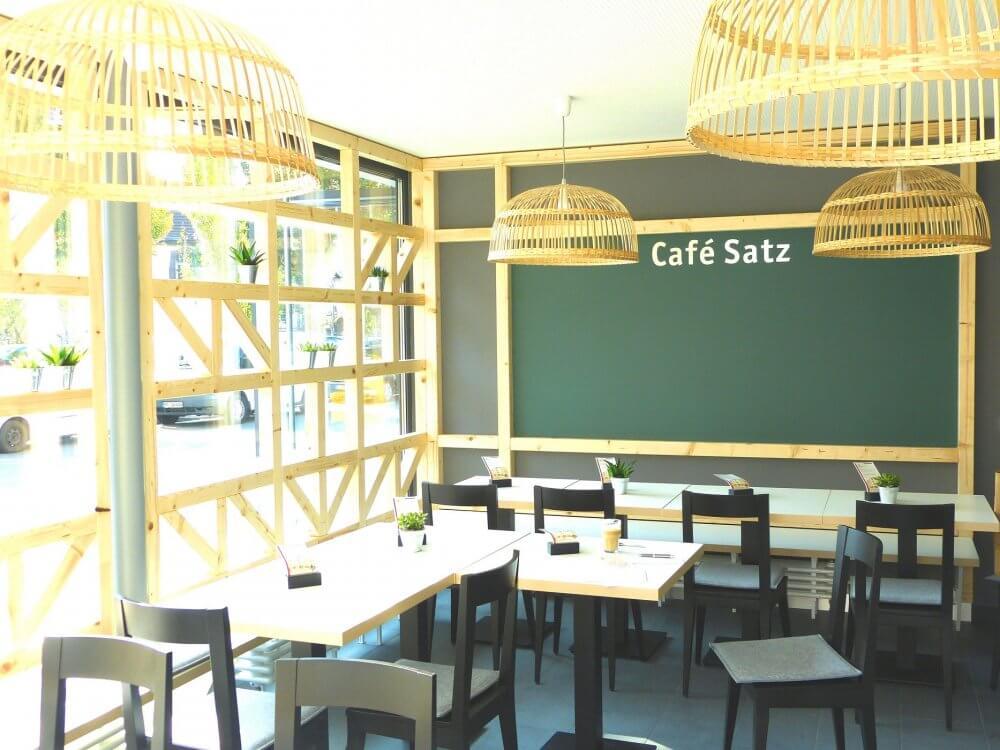 Blick ins Café Satz