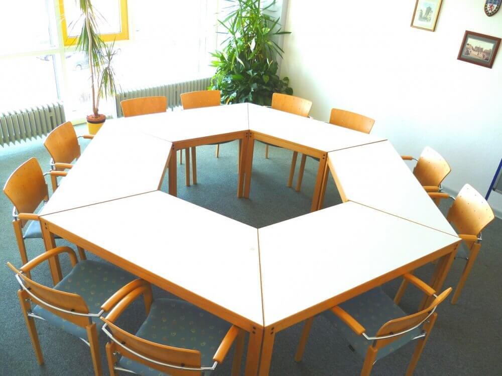 Tischgruppe im Arbeitsraum des Studentenhauses