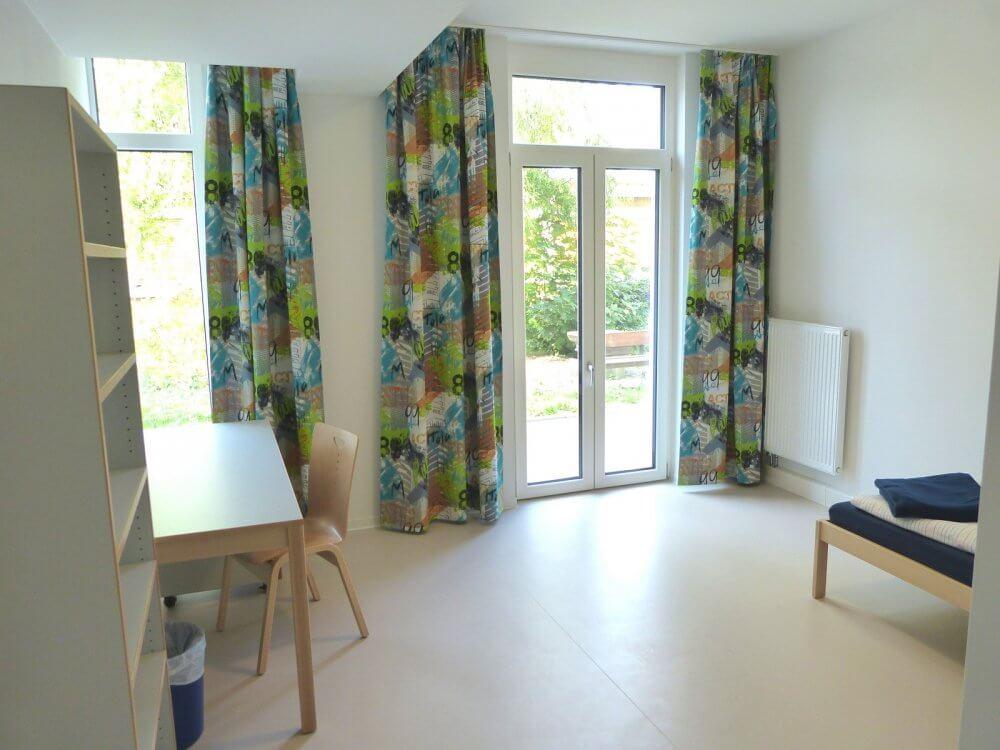 Innenansicht eines Zimmers im Wohnheim Gutenbergstraße