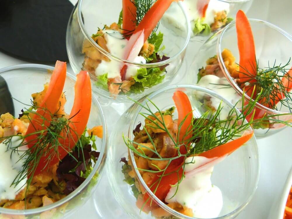 Schälchen mit Salaten